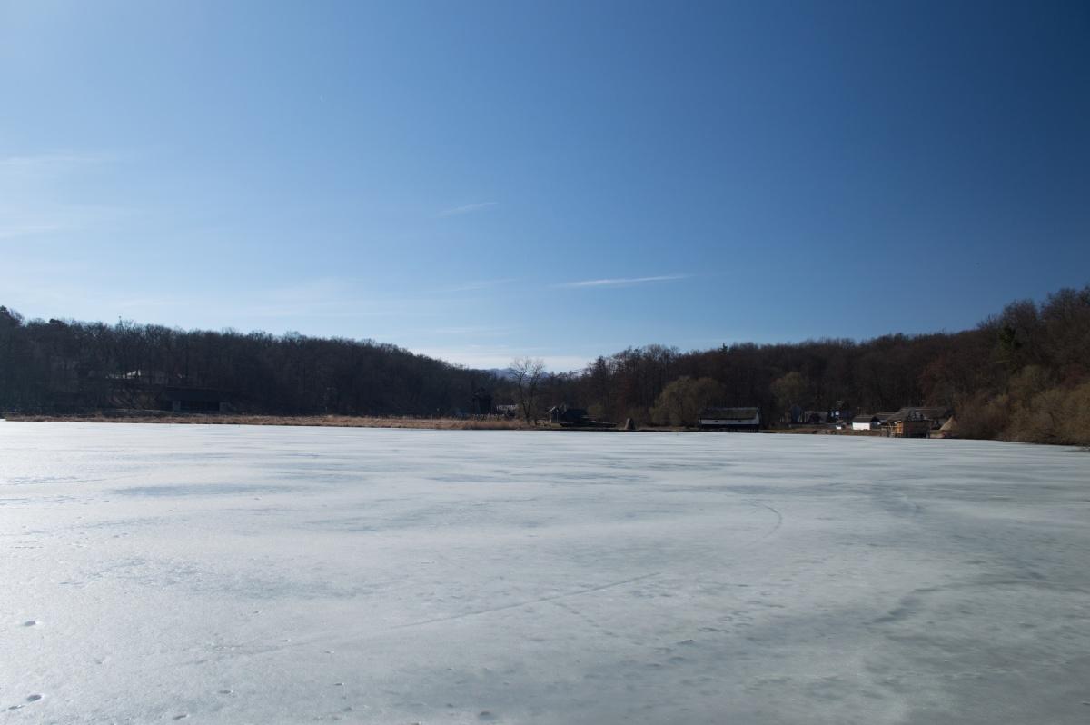 Lac îngheţat